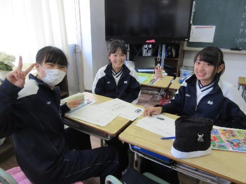4月10日(火)3年生掲示物作り -...